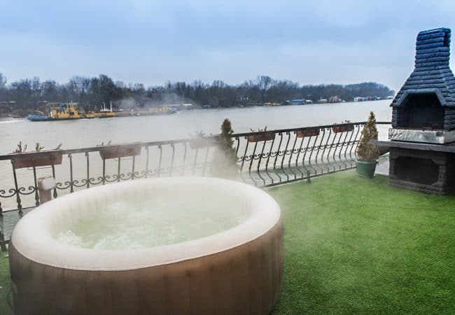 The Best Inflatable Hot Tub in 2020 – Full Buyer's Guide